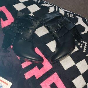 ❤ Black booties ❤